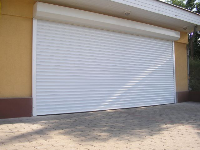 redony garazskapu 01 Redőnytokos garázskapu